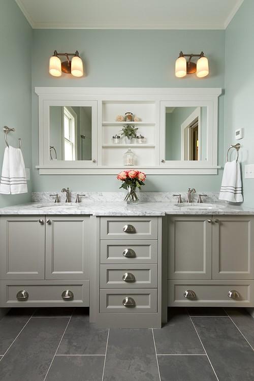 ארונות אמבטיה מעוצבים בשילוב מראות דקורטיביות